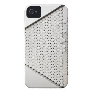 Ciérrese para arriba de píldoras en bandeja de funda para iPhone 4 de Case-Mate
