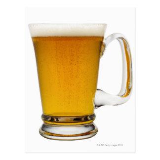 Ciérrese para arriba de un vidrio de la cerveza 2 postal
