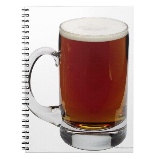 Ciérrese para arriba de un vidrio de la cerveza 3 libreta