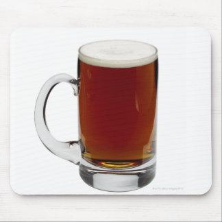 Ciérrese para arriba de un vidrio de la cerveza 3 mouse pad