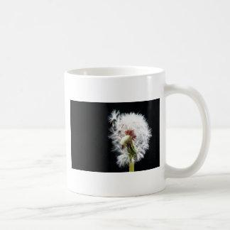 ciérrese para arriba del diente de león taza de café