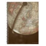 Ciérrese para arriba del globo antiguo libreta espiral