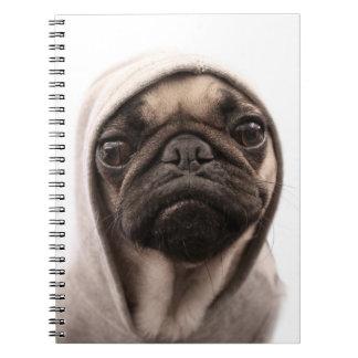 Ciérrese para arriba del hoodie. que lleva del bar cuaderno