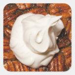 ciérrese para arriba del pastel de pacanas con colcomanias cuadradas personalizadas