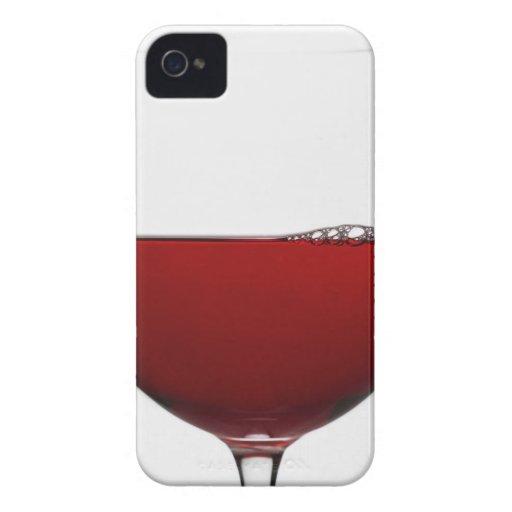 Ciérrese para arriba del vidrio de vino rojo en iPhone 4 cárcasas