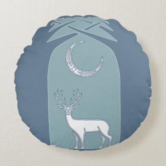 Ciervos azules y blancos en el arte del Celtic del Cojín Redondo