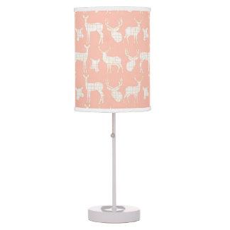 Ciervos blancos rústicos en la lámpara de mesa