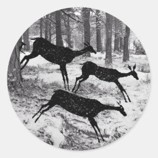 Ciervos corrientes pegatina redonda