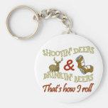 Ciervos de consumición del tiroteo de la cerveza llaveros