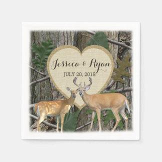 Ciervos del arbolado con el corazón servilleta de papel
