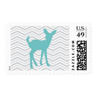 Ciervos del bebé azul y franqueo gris de Chevron