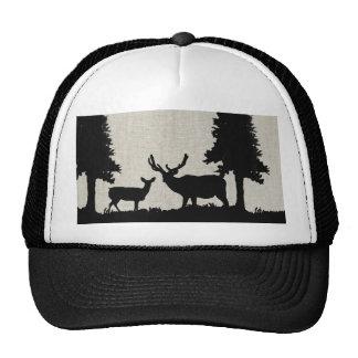 Ciervos en bosque gorro de camionero