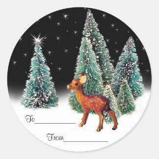 Ciervos en etiquetas estrelladas del regalo de pegatina redonda