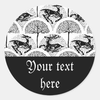 Ciervos entre los árboles, pegatina redonda
