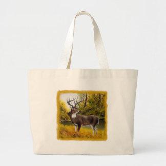 Ciervos grandes que se colocan en arboleda en prod bolsas