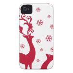 Ciervos lindos del navidad con los copos de nieve iPhone 4 coberturas