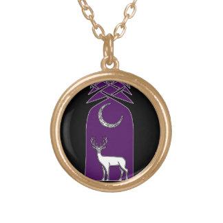 Ciervos púrpuras y negros en el arte del Celtic Collar Dorado