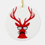 Ciervos rojos del navidad con los vidrios del bigo ornamentos de navidad