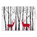 Ciervos rojos en bosque del árbol de abedul felicitaciones