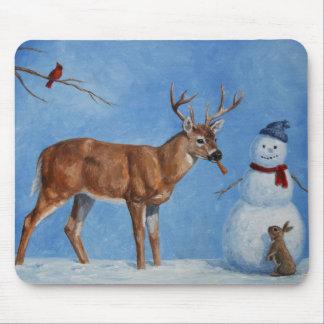 Ciervos y navidad divertido del muñeco de nieve mouse pads
