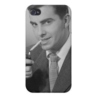 Cigarrillo de la iluminación del hombre iPhone 4 carcasa