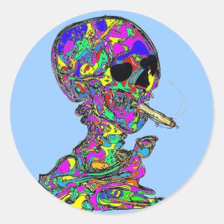 Cigarrillo que fuma del cráneo de Calavera de Van Pegatina Redonda