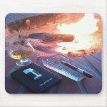 Cigarro y una bebida por el fuego - cojín de ratón tapete de ratón