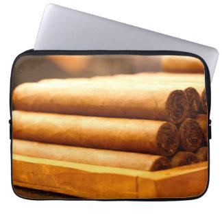 Cigarros rodados mano del Dr. de Romana del La Funda Ordendadores