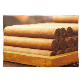 Cigarros rodados mano del Dr. de Romana del La Mantel Individual