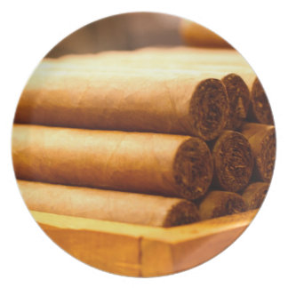 Cigarros rodados mano del Dr. de Romana del La Plato De Comida