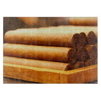 Cigarros rodados mano del Dr. de Romana del La Tablas Para Cortar