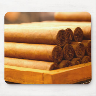 Cigarros rodados mano del Dr. de Romana del La Tapetes De Raton