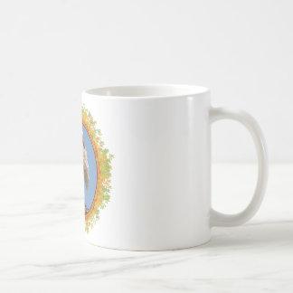 Cigüeña blanca en su jerarquía en el marco de taza clásica