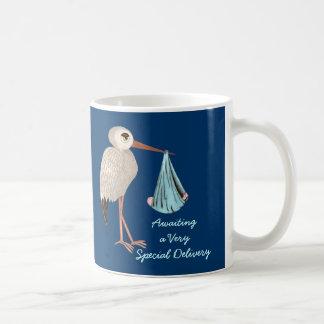 Cigüeña clásica (azul) (fiesta de bienvenida al taza de café
