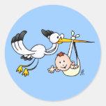 Cigüeña con el bebé pegatina redonda