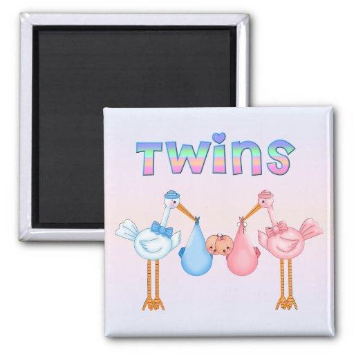 Cigüeña con los gemelos iman de frigorífico
