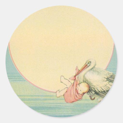 Cigüeña del vintage con la niña en manta rosada etiquetas