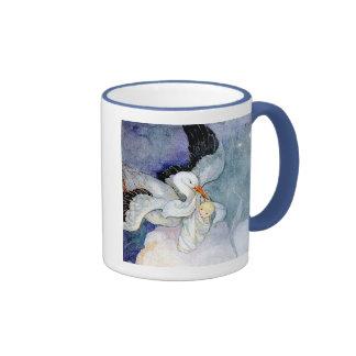 Cigüeña y bebé taza de dos colores