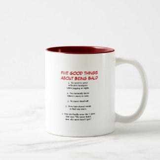 Cinco buenas cosas sobre ser calvo taza de café