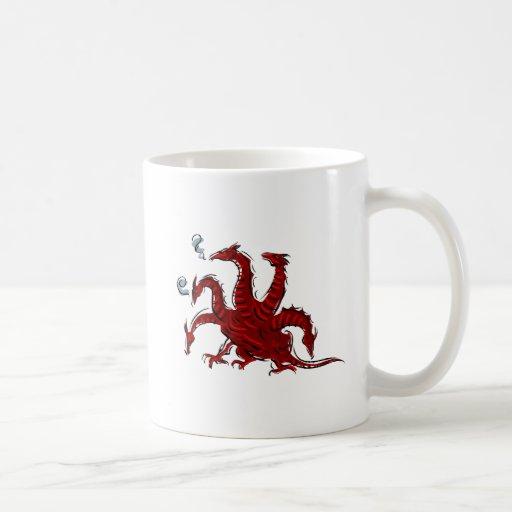 Cinco dirigieron el dragón rojo taza de café