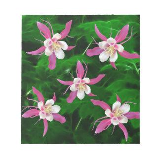 Cinco flores rosadas de Columbine Bloc De Papel