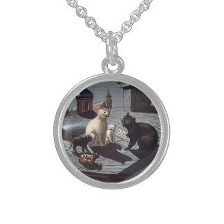 Cinco gatos que cantan en el collar de la plata es