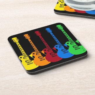 Cinco guitarras eléctricas coloridas posavaso
