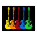Cinco guitarras eléctricas coloridas postales