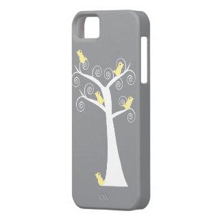 Cinco pájaros amarillos en una caja del árbol iPhone 5 Case-Mate carcasa