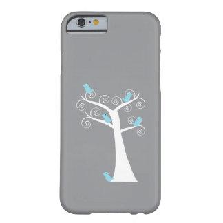 Cinco pájaros azules en una caja del árbol funda de iPhone 6 barely there