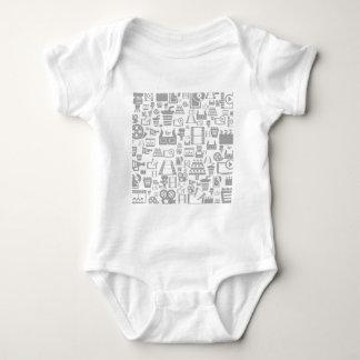 Cine un fondo body para bebé