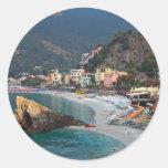 Cinque Terre - playa de Monterosso de la mañana Etiquetas Redondas