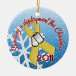 Cinta amarilla del despliegue 2011 de la ornaments para arbol de navidad