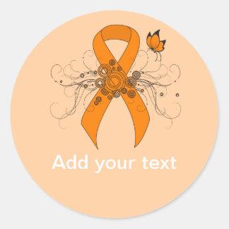 Cinta anaranjada con la mariposa pegatina redonda